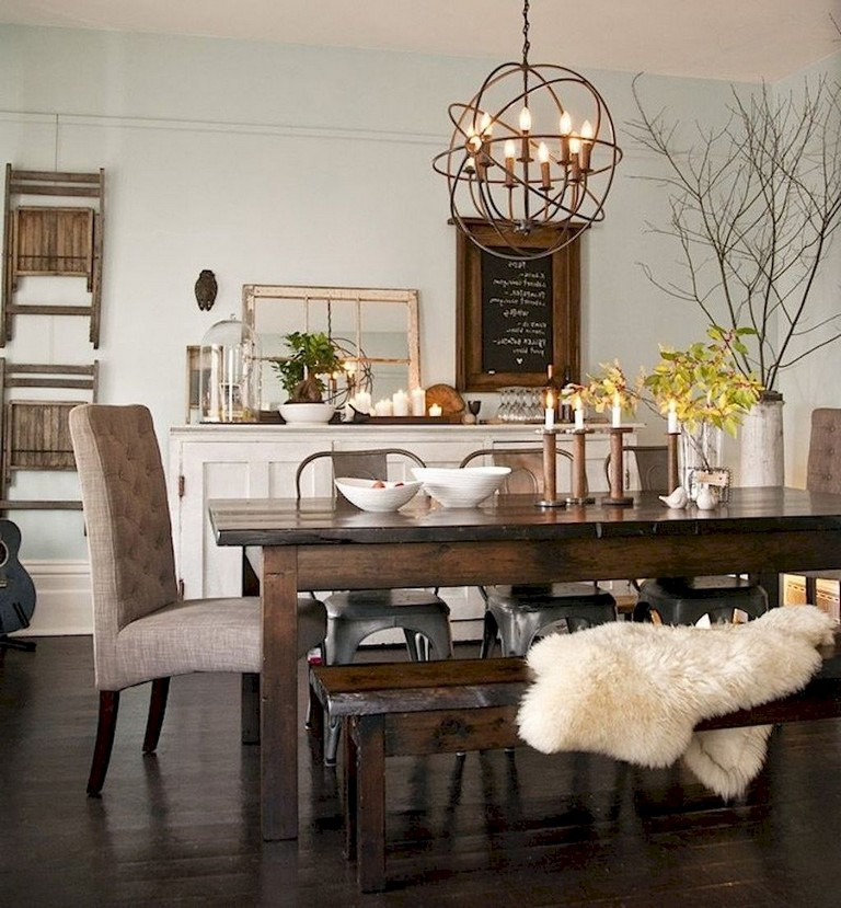A Farmhouse Style Could Use Early American Antiques Wooden Furniture And Even Some Bright Sunny Prints